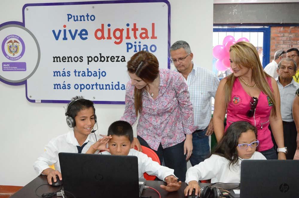 Viceministra entregó dotacion digital en Pijao junio 15 de 015