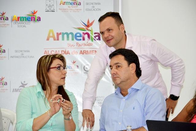 alcaldesa Luz Piedad Valencia Franco y el alcalde electo Carlos Mario Álvarez Morales
