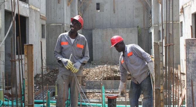 La construcción de vivienda social sigue jalonando la industria. Foto: (MVCT)
