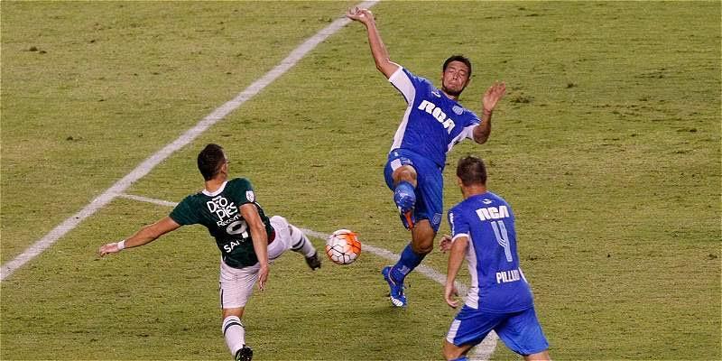 Deportivo Cali cede empate ante Racing foto dos