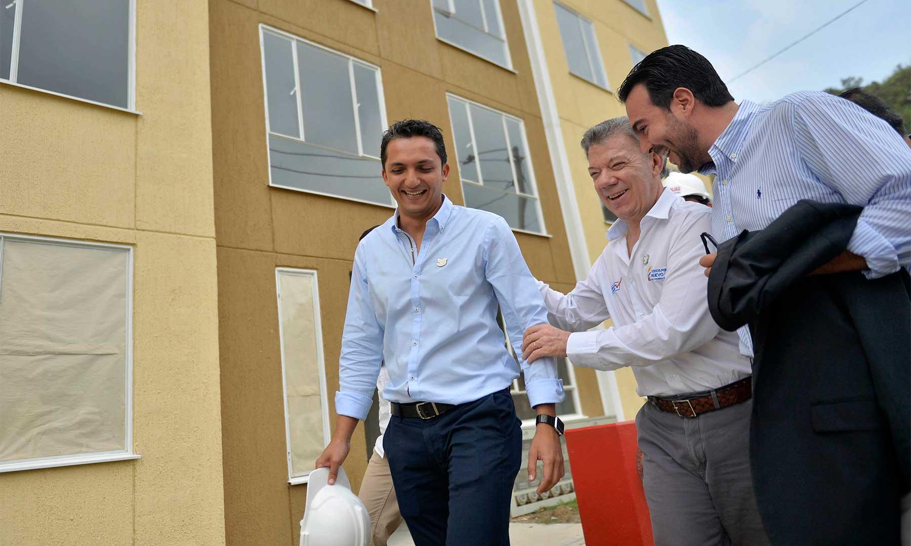 En compañía del alcalde de Pereira, Juan Pablo Gallo Maya, el Presidente Santos recorrió el nuevo proyecto de viviendas que beneficiará en esa ciudad a 600 familias en el programa Mi Casa Ya- Ahorradores.