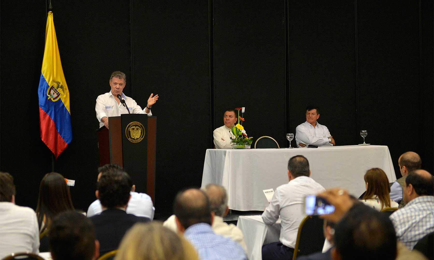 """El Presidente Santos recibió el apoyo de 210 organizaciones cristianas que congregan a 9 millones de personas, que anunciaron su acompañamiento al proceso de paz y su vinculación a la campaña """"Apagar Paga""""."""