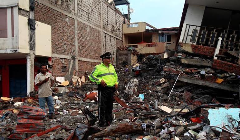 Ecuador escombros