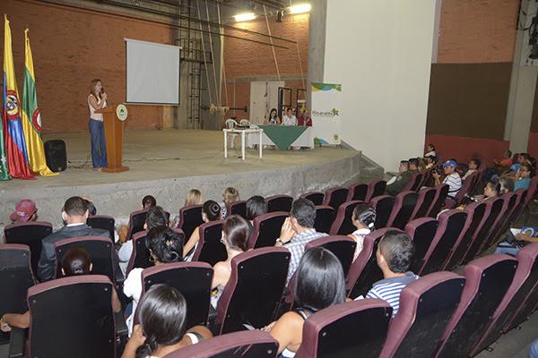 Risaralda estudiantes, padres de familia, comunidad educativa, funcionarios de la Secretarías de Educación y de Desarrollo Social, el operador del Programa de Alimentación Escolar