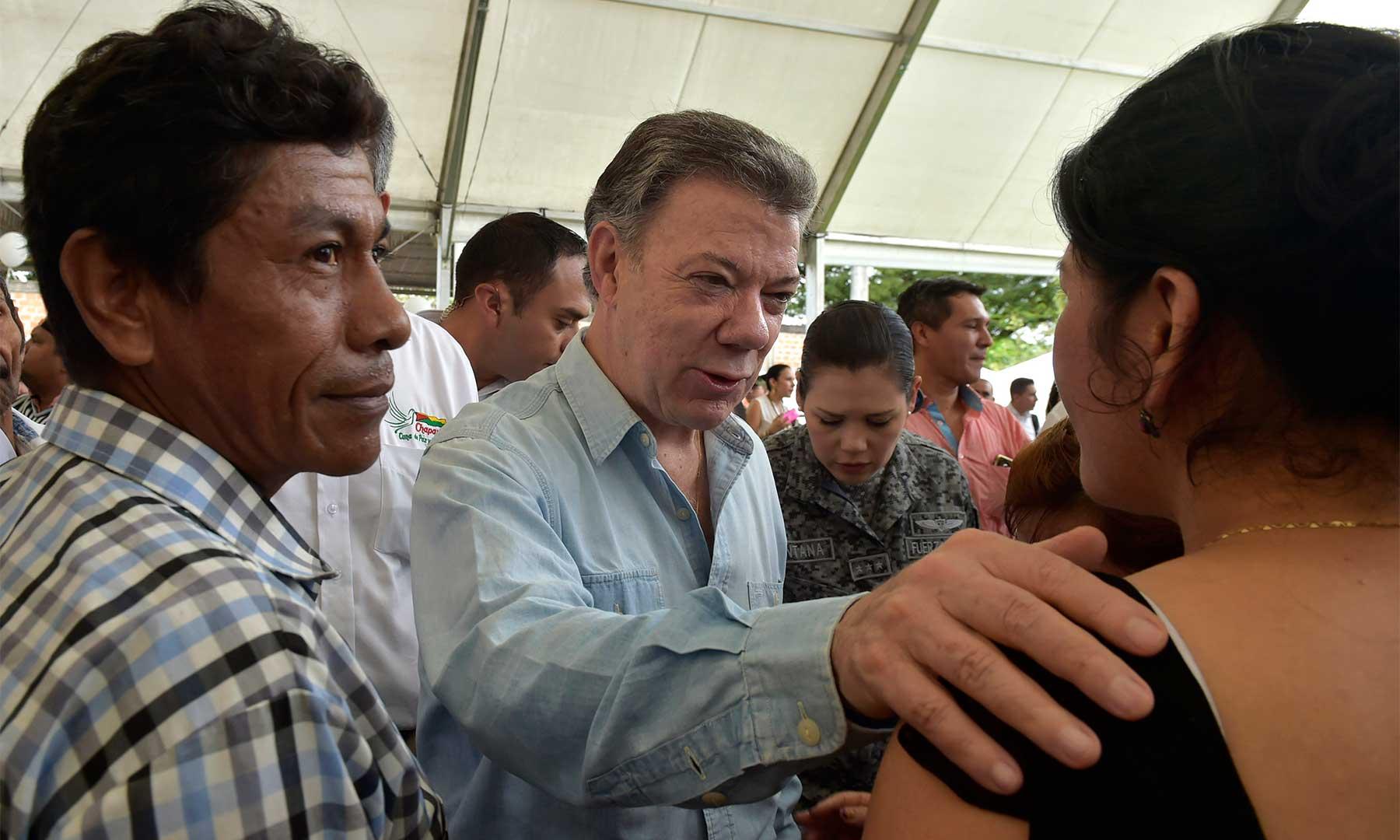 En el Instituto Manuel Murillo Toro, del municipio de Chaparral, fue recibido el Presidente Santos por los habitantes del sur del Tolima en el Día de las Víctimas.