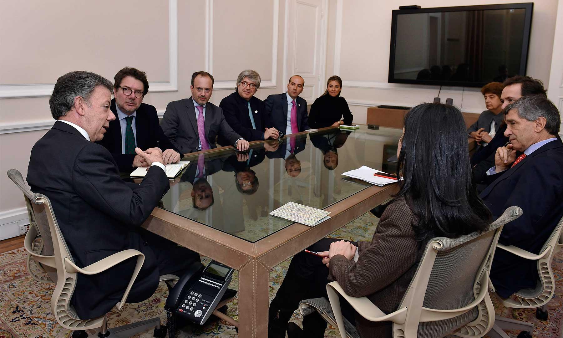 En la noche de este miércoles el Jefe del Estado se reunió, en la Casa de Nariño, con los nuevos funcionarios que aportarán su concurso en la parte administrativa y directiva de la Presidencia de la República.