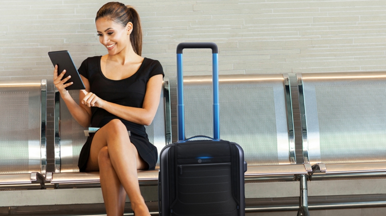 """Ejecutiva De Viajar Personas En El Aeropuerto De: Viaje Por Los Aeropuertos Colombianos Con """"Mapas"""