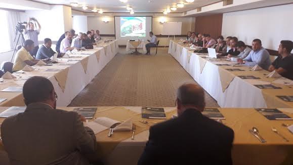 Alcaldes y gobernador analizan impactos pacifico 3