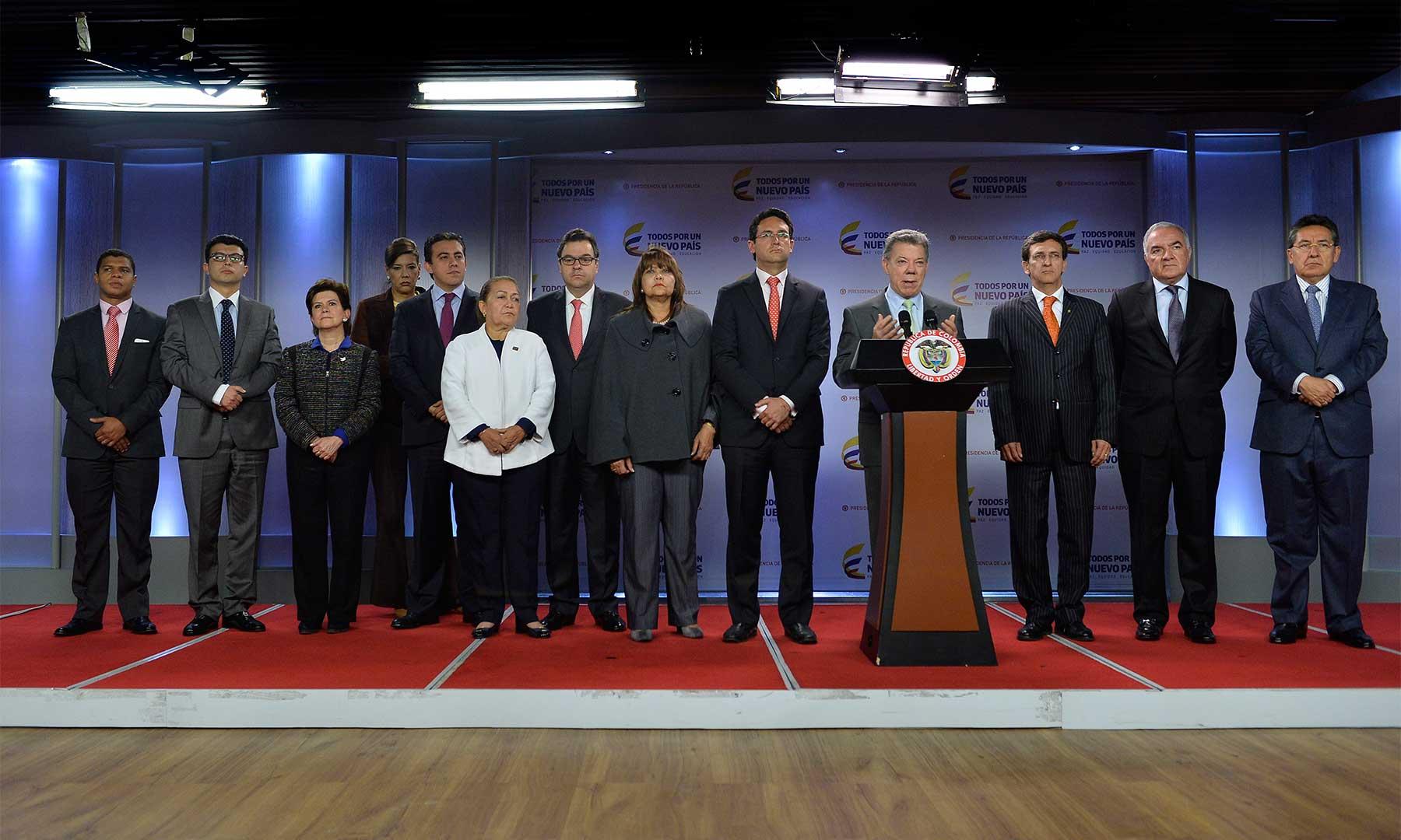 Acompañado por los miembros de la Comisión Nacional de Moralización, el Presidente Santos dijo que el organismo realizó un completo seguimiento a los avances en la lucha contra la corrupción.
