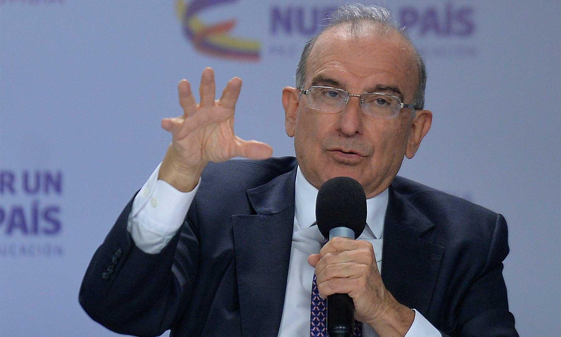 El jefe del Equipo Negociador, Humberto de la Calle, exhortó a los colombianos a no quedarse atrapados en el pasado y a tener la esperanza de que una paz firme es la esencia del futuro del país.