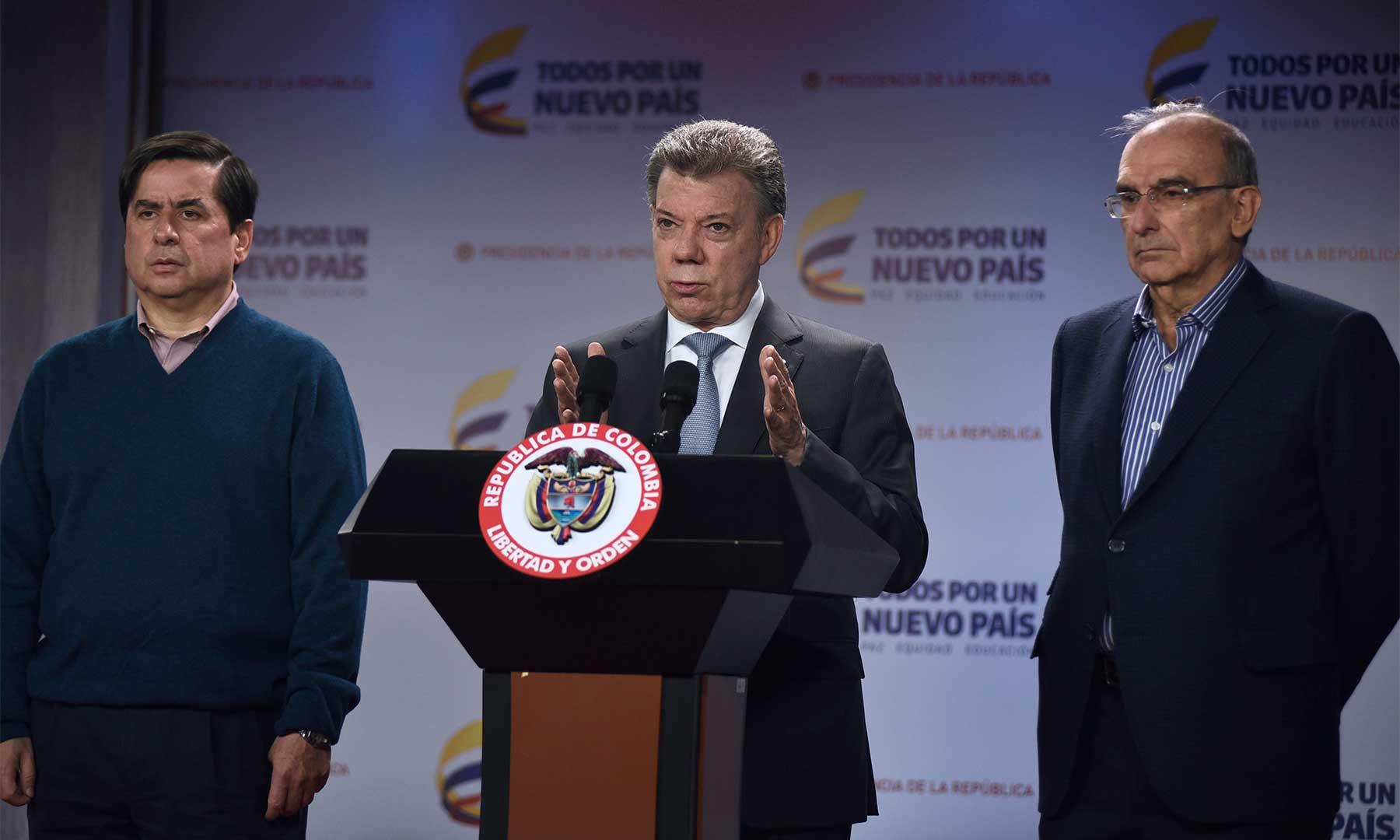 El Gobierno llevará la próxima semana el nuevo acuerdo con las FARC al Congreso, anunció el Presidente tras reunirse con el Jefe del Equipo Negociador y el Ministro del Interior, para analizar las últimas gestiones con voceros del No.