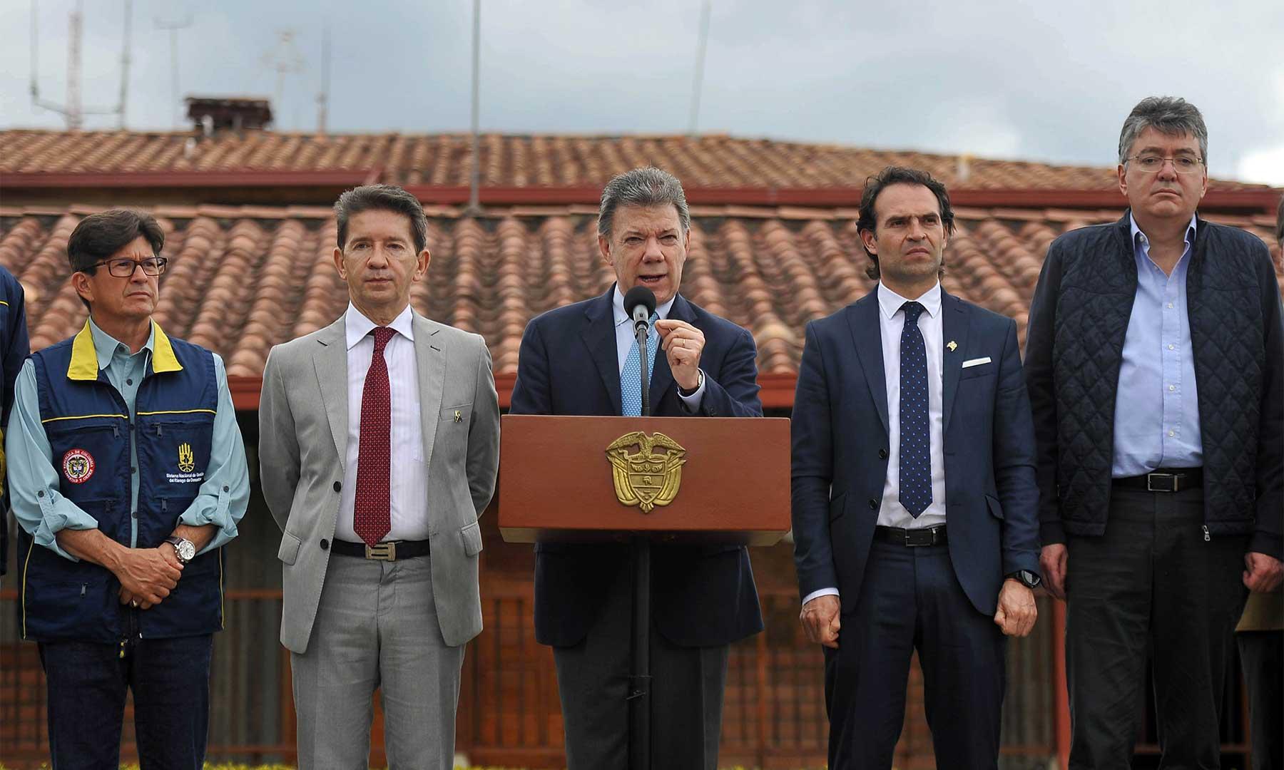El Presidente Juan Manuel Santos, extendió un llamado a las autoridades departamentales y municipales a que refuercen sus planes de contingencia para enfrentar la actual temporada de lluvias.