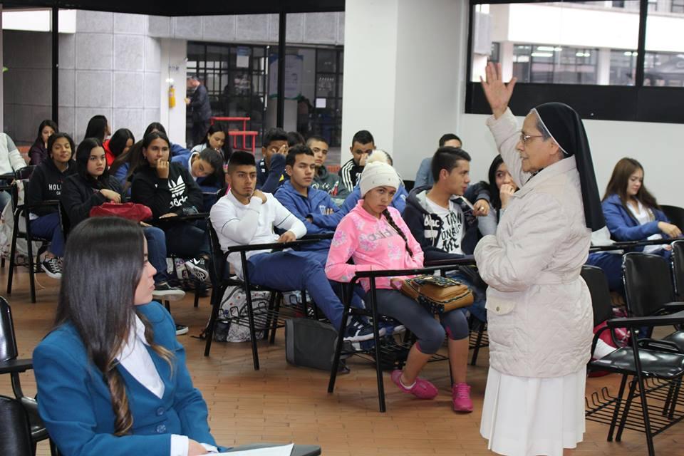 En feria de movilidad ucm estudiantes contaron sus for Oficina relaciones internacionales ucm