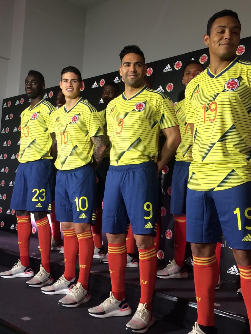 Minimizar Política Trastorno  Selección Colombia presentó su nueva camiseta - Eje21
