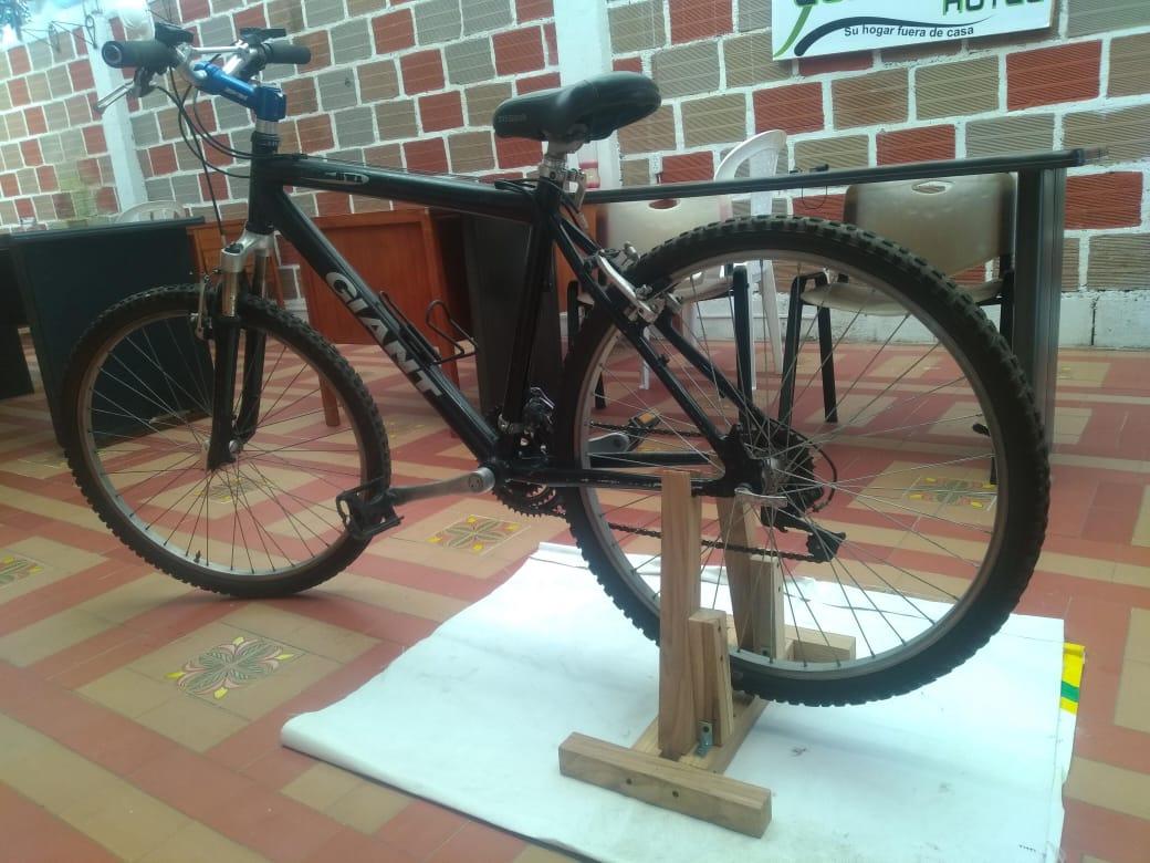 Marsellés Diseña Soporte Para La Bicicleta En Casa Eje21