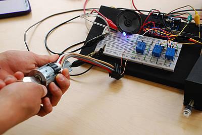 Alarma creada por estudiantes de la u nal vehiculo