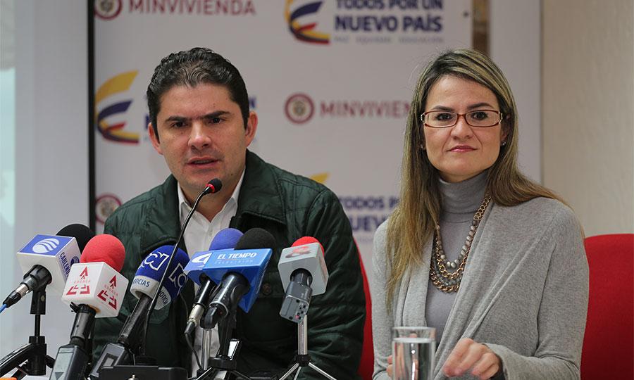 Luis felipe henao con una viceministra