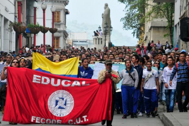 educadores marchan la patria