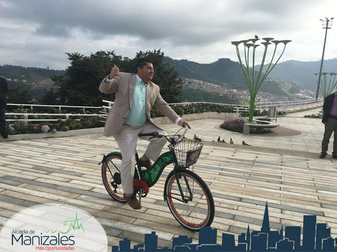 Alcalde de Manizales en cicla