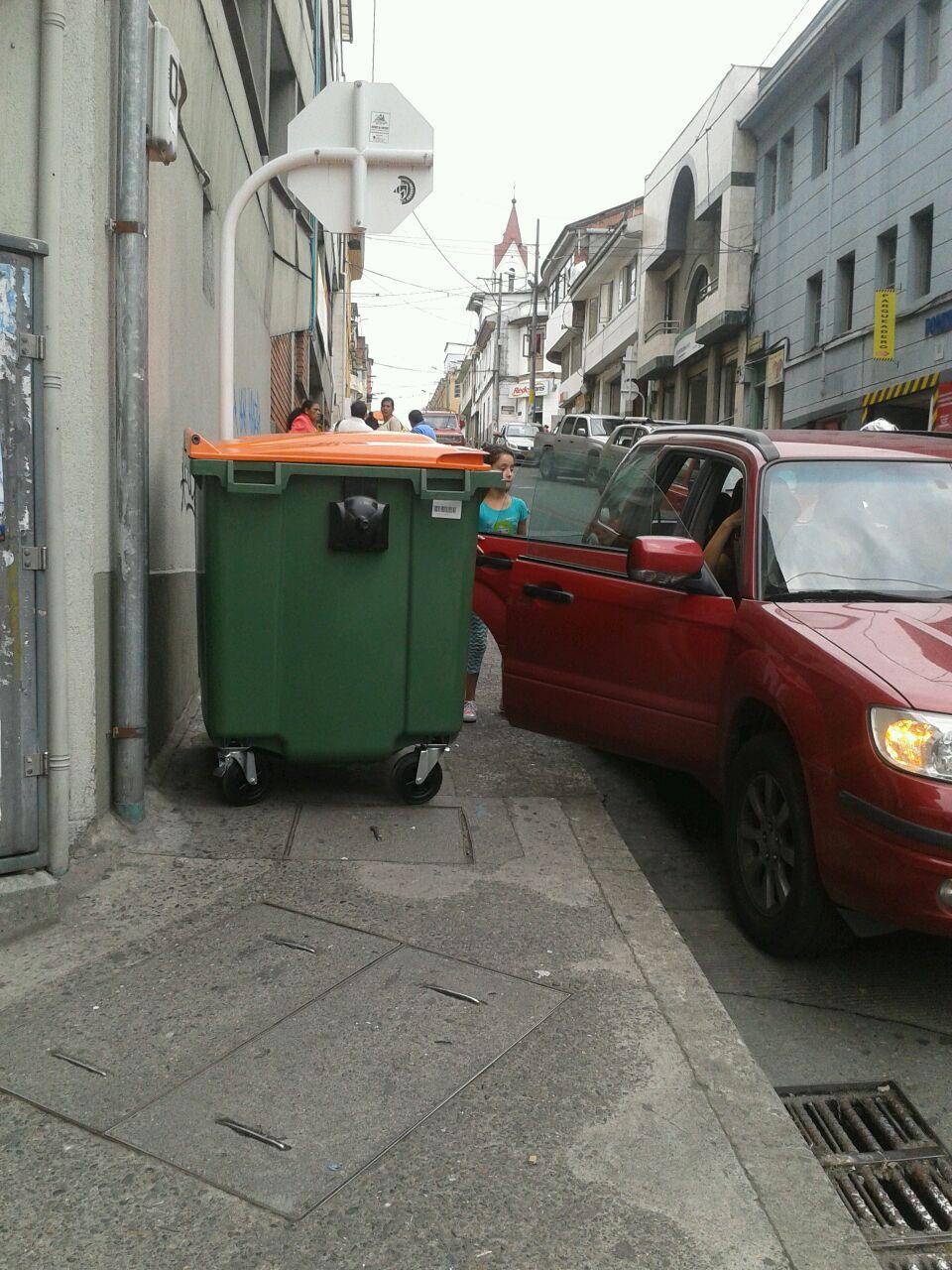 Cajon de la basura foto tres