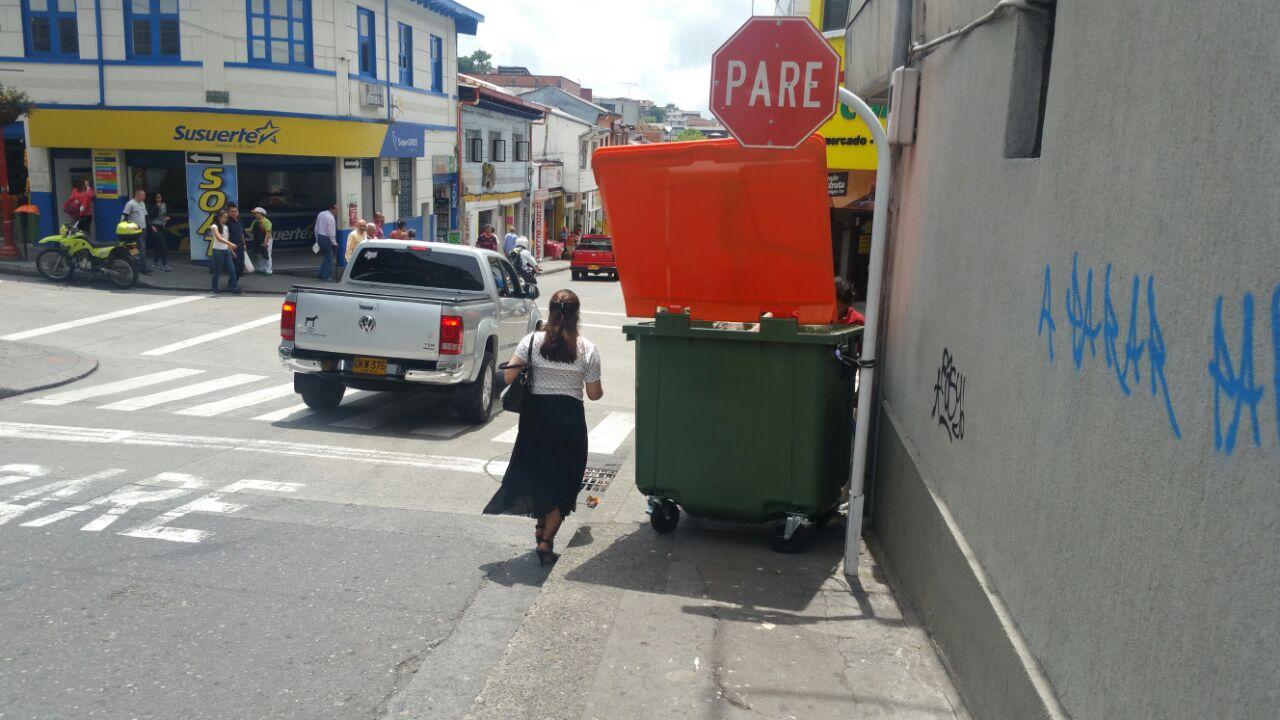 Cajon de la basura foto una