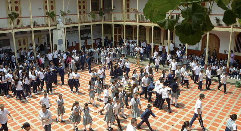 Colegio Sagrada Familia apia
