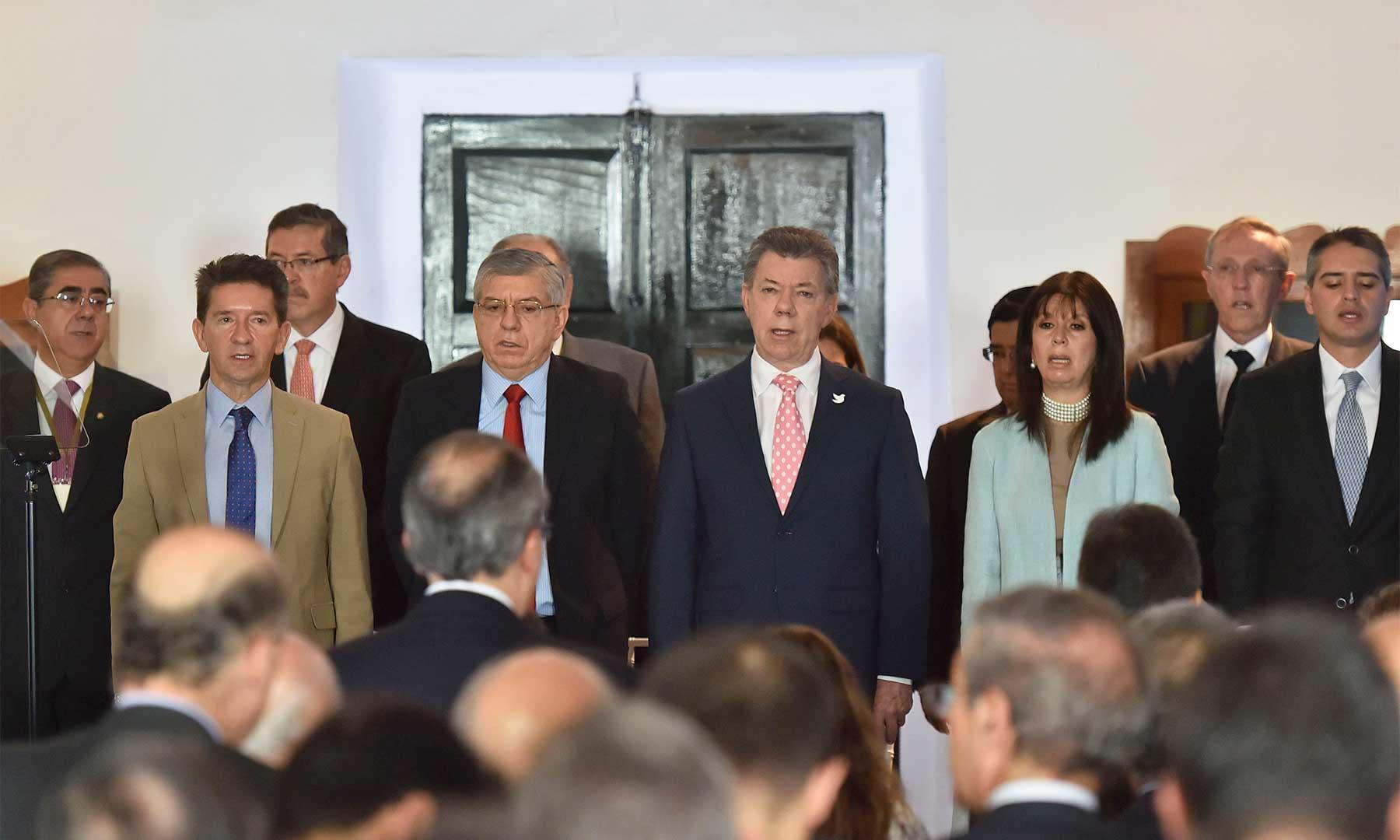 El Presidente Juan Manuel Santos encabezó este lunes el acto conmemorativo de los 25 años de la promulgación de la Constitución Nacional de 1991. El acto fue en Rionegro (Antioquia), con la asistencia de los dignatarios de las Altas Cortes.