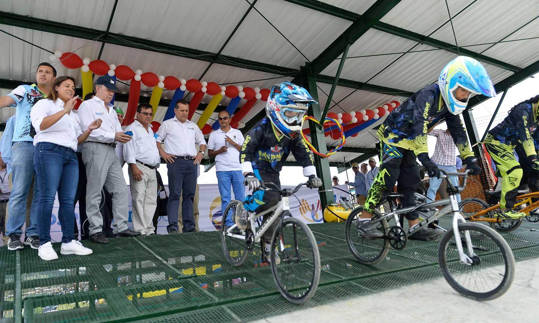Estos bicicrosistas disfrutarán a partir de este martes de una moderna pista, que entre otras obras, puso en funcionamiento el Presidente Santos.