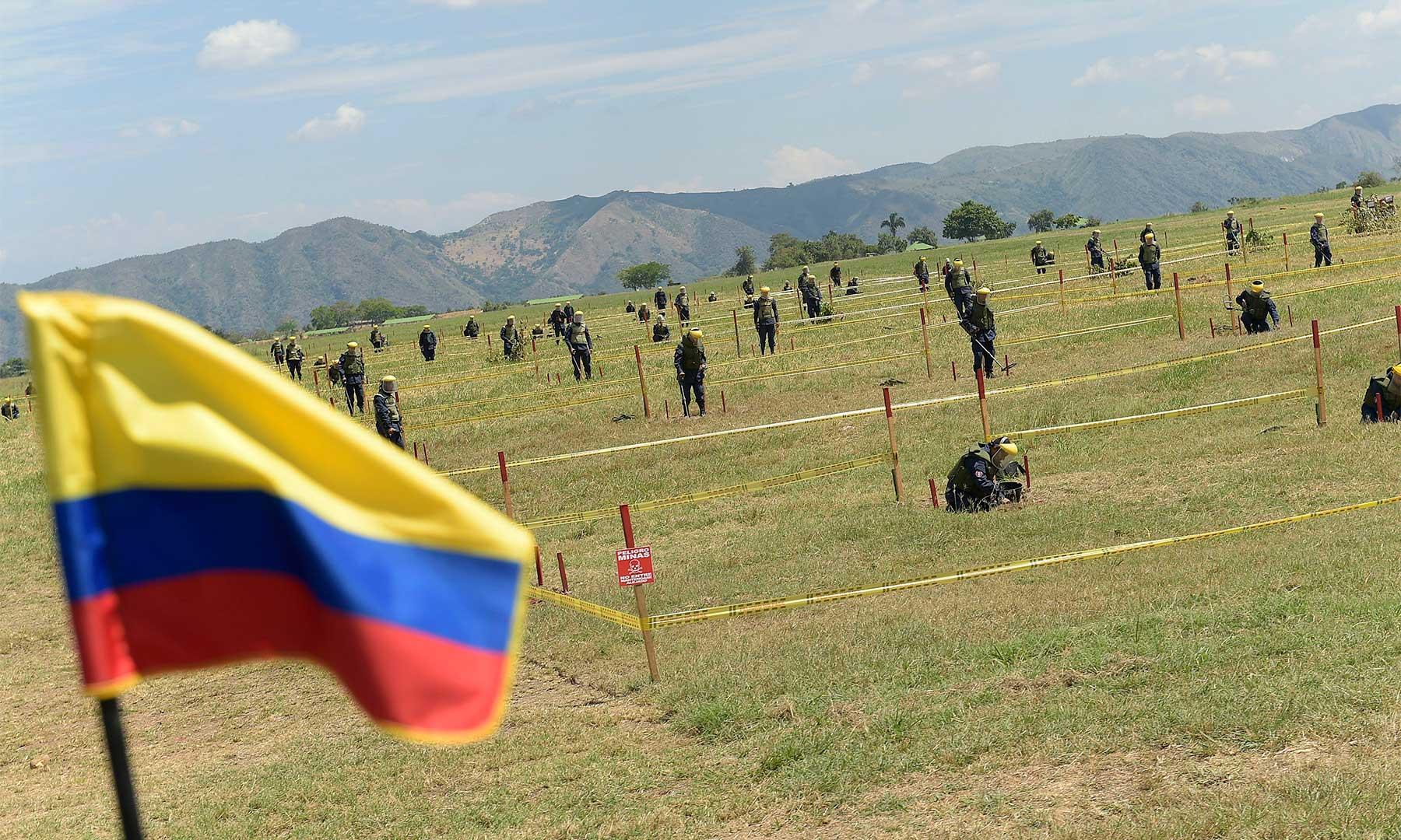 Este sábado, en el Día del Ejército Nacional, el Presidente Juan Manuel Santos activó la Brigada de Ingenieros de Desminado Humanitario compuesta, inicialmente, por 2.500 hombres y que el año próximo dispondrá de 10 mil miembros.