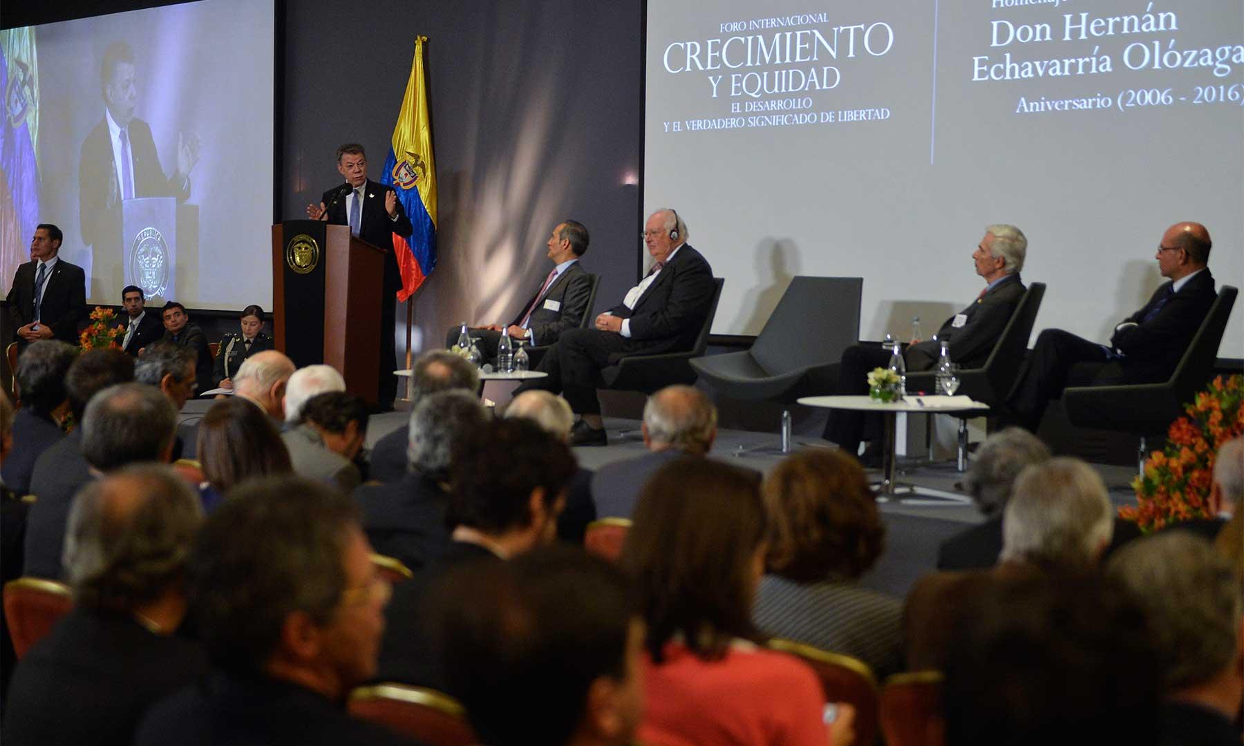 Al intervenir en el Foro Internacional de Crecimiento y Equidad, el Presidente Juan Manuel Santos previó que la paz beneficiará la economía y los indicadores sociales en el país.