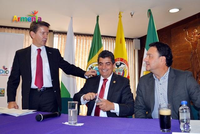 armenia-luis-perez-con-el-gobernador-y-el-alcalde