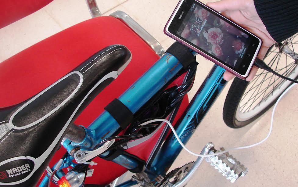 celular-y-luces-de-la-bici