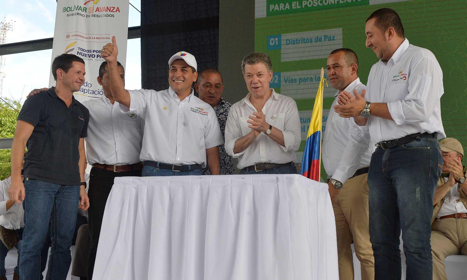 El Presidente Santos asistió este sábado en Achí, Bolívar, a la firma del acta de compromiso para construir más de 1.600 viviendas y dos colegios en municipios del Sur de Bolívar.