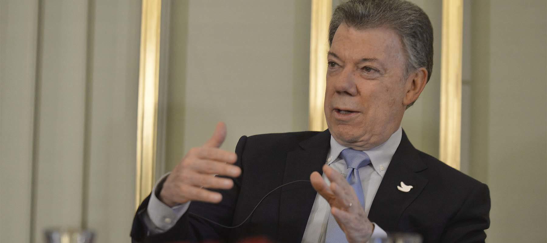 """""""A los países en conflicto: Nada es imposible si se persevera. La paz con las Farc era un sueño imposible y hoy es una realidad"""", dijo el Presidente Santos en una declaración ante la prensa en el Instituto Nobel."""